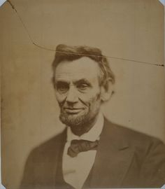 Abraham Lincoln by Alexander Gardner. The last portrait taken of Lincoln American Presidents, Us Presidents, American Civil War, American History, Abraham Lincoln, Lincoln Life, Lincoln Quotes, Elvis Presley, National Portrait Gallery
