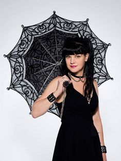 CBS From the looks of it, there wasn't a dry eye in the house when Pauley Perrette said her NCIS goodbyes. In the photos below, get an inside look at Perrett Serie Ncis, Ncis Tv Series, Ellie Bishop Ncis, Ncis Los Angeles Cast, Ncis Abby Sciuto, Pauley Perrette Ncis, Emily Wickersham Ncis, Pauley Perette, Marilyn Monroe