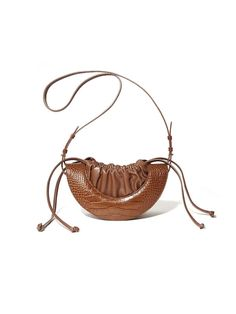 Luxury & Vintage Madrid, offers you the best selection of contemporary and classic bags and accessories in the world. Tote Handbags, Purses And Handbags, Leather Handbags, Leather Bag, Vintage Purses, Vintage Bags, Handmade Bags, Fashion Bags, Bag Accessories