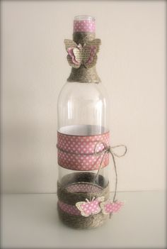 Garrafa com Borboleta Quinceanera, Glass Vase, Babyshower, Ideas For Tea, Decorated Bottles, Jute, Decorating Bottles, Painted Bottles, Mason Jars