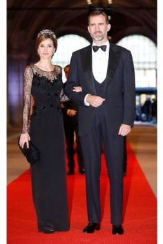 Princess Letizia of Spain and Prince Felipe of Spain attend a dinner hosted by Queen Beatrix of The Netherlands ahead of her abdication in favour of Crown Prince Willem Alexander at Rijksmuseum on April 2013 in Amsterdam, Netherlands. Princess Of Spain, Royal Princess, Fashion Vestidos, Spanish Royalty, Royal Dresses, Queen Letizia, Red Carpet Dresses, Royal Fashion, Style Fashion