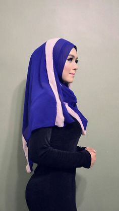 Ootd Hijab, Girl Hijab, Hijab Chic, Beautiful Arab Women, Beautiful Hijab, Video Hijab, Kebaya Hijab, Muslim Beauty, Hijab Fashionista