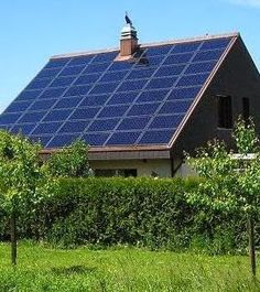 Go Green 4 Health. Can Solar Energy Replace Your Dependance On The Power Company? Solar power is a good candidate for anyone thinking about green energy. Solar energy enables you to power your home with sunlight. Solar Power Panels, Best Solar Panels, Solar Power System, Solar Panels On Roof, Solar Panels For Home, New Energy, Save Energy, Renewable Energy, Solar Energy