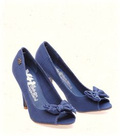 Going for online purchasing of shoes would also let your grab discounted rates on the products that you purchase, click here: http://www.mrsmarcos.co.uk/Womens-Heels