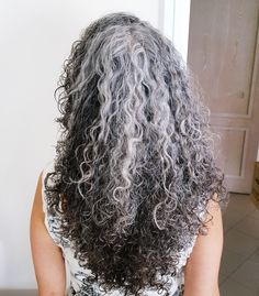 Elvy - New haircut - 3 years one month dye free - gray hair, silver hair, silver curls Curly Silver Hair, Silver Grey Hair, Grey Hair Care, Long Gray Hair, Pelo Color Plata, Grey Hair Inspiration, Ombre Blond, Super Hair, Great Hair