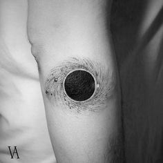 Tattoos: Most Beautiful Cosmos Tattoo Ideas - -Simple Space Tattoos: Most Beautiful Cosmos Tattoo Ideas - - Illustration by - Black hole illustration - Gargantua from if you would like to be featured Submissions/business inquiriesb Black Hole Tattoo, Black Tattoo Art, Black Tattoos, Top Tattoos, Body Art Tattoos, Small Tattoos, Sleeve Tattoos, Tatoos, Heart Tattoos
