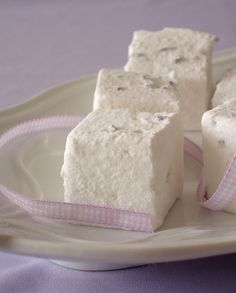 Lavender marshmallows / Marshmallows de lavanda by Patricia Scarpin, via Flickr