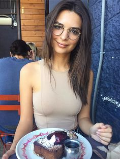 The Very Best Celebrity Food Photos of the Week | EMILY RATAJKOWSKI | We never (never) look this pulled together at brunch, but we respect the We Are Your Friends actress's game.