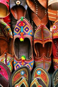 Travel Guide - Expert Picks for your India Vacation Indian traditional slippers. Click through for our India travel guide. Click through for our India travel guide.