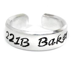 aluminum ring has been hand-stamped with Baker Street in our Calligraphy font, with a little keyhole d 221b Baker Street, Sherlock Holmes, Moriarty, Sherlock Merchandise, Hand Gestempelt, Sherlock Quotes, Funny Sherlock, Mrs Hudson, Funny Greeting Cards