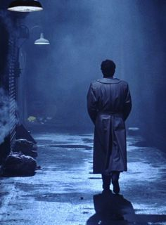 Chris Sarandon as Jerry Dandridge, alluring vampire of Fright Night This pic gives me goosebumps-you just know he's on his way to a mid nite snack. Fright Night 2011, Iconic Movie Characters, Best Vampire Movies, Chris Sarandon, Scary, Creepy, Neon Noir, Italo Disco, Movie Shots