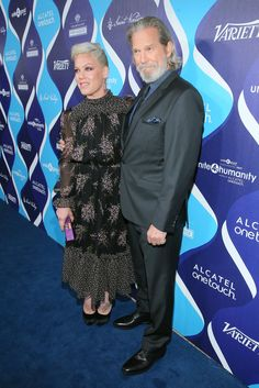 Pink Photos Photos - Singer Pink (L) and actor Jeff Bridges attend the 2nd Annual unite4:humanity presented by ALCATEL ONETOUCH at the Beverly Hilton Hotel on February 19, 2015 in Los Angeles, California. - 2nd Annual unite4:humanity Presented By ALCATEL ONETOUCH - Red Carpet