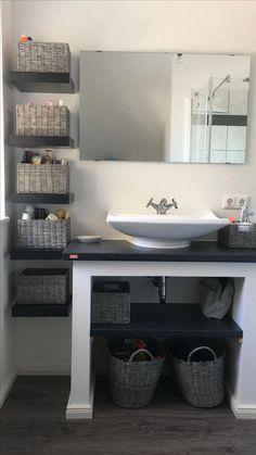 The post Homemade Bade… Homemade Badezimmer-Regal. The post Homemade Badezimmer-Regal. appeared first on Badezimmer ideen. Small Bathroom Storage, Bathroom Organisation, Simple Bathroom, Bathroom Shelves, Diy Small Bathrooms, Bathroom Cabinets, Small Bathroom Ideas, Zen Bathroom, Bathroom Plans