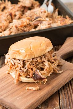 to make the best pulled pork from your own kitchen? The key to making this Carolina pulled pork recipe is the brine. Slow Cooker Pork, Slow Cooker Recipes, Cooking Recipes, Cooking Pork, Crockpot Meals, Pork Meals, Dinner Crockpot, Pork Brisket, Bbq Pork