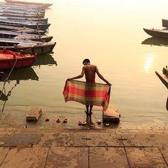 Bagno sacro - Fotografia di Raja Subramaniyan