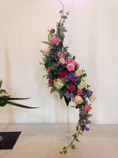 Tropical Flower Arrangements, Creative Flower Arrangements, Funeral Flower Arrangements, Funeral Flowers, Tropical Flowers, Ikebana, Home Flowers, Easter Flowers, Arte Floral