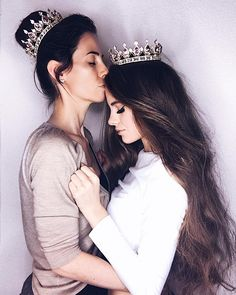 Pin by Mona on Mommy daughter photos Mother Daughter Pictures, Mother Daughter Photos, Mother Daughter Fashion, Mother Daughter Photography, Mom Daughter, Mother Daughters, Quince Pictures, Quinceanera Photography, Foto Pose