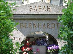* Grave of Sarah Bernhardt * # Père Lachaise Cemetery. Paris, França.