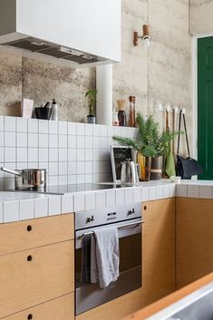 The Nature-Inspired Eco House - House Nerd Big Kitchen, Kitchen On A Budget, Kitchen Dining, Kitchen Decor, Kitchen Cabinets, Kitchen Ideas, Kitchen Tile, Updated Kitchen, Perth