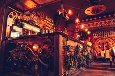 Le Enigma Café - un bar steampunk cinétique - http://www.2tout2rien.fr/le-enigma-cafe-un-bar-steampunk-cinetique/