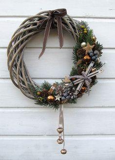 Christmas Ornament Wreath, Felt Christmas, Christmas Crafts, Homemade Christmas Decorations, Xmas Decorations, Dried Flower Wreaths, Christmas Floral Arrangements, Diy Wreath, Holiday Wreaths