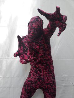 Atração Mimico Surreal para eventos corporativos sp. Contate-nos humorecirco@gmail.com (11) 97319 0871 (21) 99709 6864 (73) 99161 9861 whatsapp. Humor, Costume Design, Artists, Corporate Events, Humour, Funny Photos, Funny Humor, Comedy, Lifting Humor