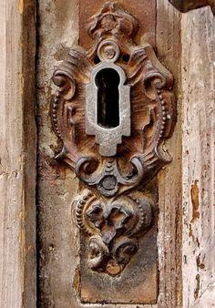 ♅ Detailed Doors to Drool Over ♅ art photographs of door knockers, hardware & portals - ornate carved keyhole The Doors, Windows And Doors, Door Knobs And Knockers, Old Keys, Door Detail, Unique Doors, Door Locks, Portal, Door Handles
