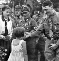 Les photos dAdolf Hitler quil voulait détruire 2Tout2Rien
