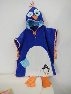 Penguin--hooded bath towel with penguin applique -- filed under Bernina Sewing Projects For Kids, Sewing For Kids, Baby Sewing, Embroidery Designs, Applique Designs, Surf Poncho, Hooded Bath Towels, Baby Towel, Sewing Class