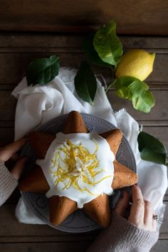 Torta limone e cocco - La Cuoca Dentro Bakery, Easy Meals, Cheese, Tableware, Sweet, Food, Jello, Candy, Dinnerware