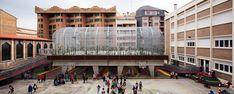 Elevated sports court by J1 arquitectos. Zaragoza, Aragón, Spain.