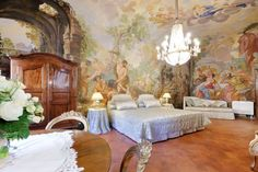 Piazza Pitti Palace - Residenza d'Epoca Firenze Set in a historic building and featuring free WiFi throughout, Piazza Pitti Palace offers accommodation in Florence, 100 metres from Pitti Palace.