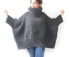 Grigio scuro mano maglia maglione con cappuccio fisarmonica e