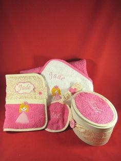 protège carnet de santé, trousse à tétine, cape de bain et boite personnalisés Pot Holders, Creations, Clothes Crafts, Gifts, Hot Pads, Potholders