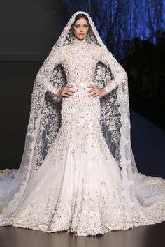 невеста на показе Ralph & Russo  (Couture, осень зима 2015/16)