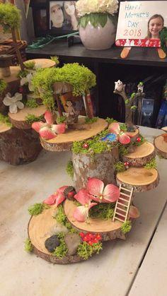 Jeg kan lige se denne for mig pyntet med mos og gran, Karin Fairy Crafts, Garden Crafts, Garden Projects, Garden Art, Diy And Crafts, Fairy Garden Houses, Gnome Garden, Diy Pinterest, Deco Floral
