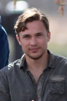 William Moseley...with a beard...?! YESSAHHH!