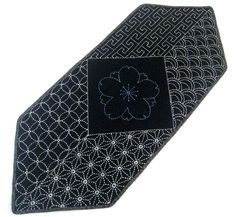 This is a Sashiko table runner kit.Kit includes: 100% cotton Sashiko ...