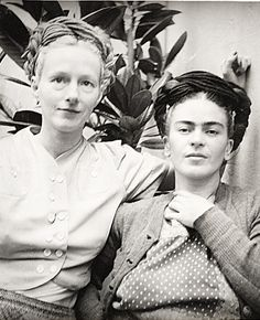 Emmy Lou Packard and Frida Kahlo, 1941. Diego Rivera, photographer. Emmy Lou Packard papers, Archives of American Art, Smithsonian Institution.