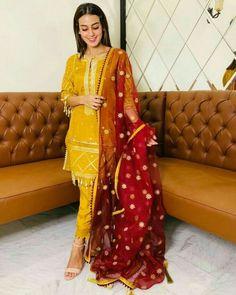Beautiful Casual Dresses, Beautiful Pakistani Dresses, Beautiful Dress Designs, Stylish Dresses For Girls, Stylish Dress Designs, Designs For Dresses, Pakistani Dresses Party, Pakistani Fashion Party Wear, Pakistani Wedding Outfits