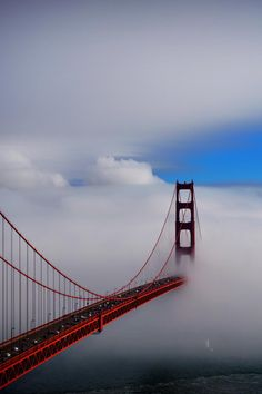 Golden Gate Bridge in the fog San Francisco Beautiful Sky, Beautiful World, Beautiful Places, Places To Travel, Places To Go, Las Vegas, Travel Tours, Golden Gate Bridge, The Great Outdoors