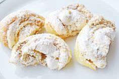 Burgenländer Kipferl Delicious Burgenlanders come from Grandma's recipe book and literally melt on the tongue. The recipe for baking fans! No Bake Cookies, Cake Cookies, No Bake Cake, Baking Recipes, Cookie Recipes, Dessert Recipes, German Baking, Austrian Recipes, Trifle Desserts