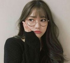 Image about girl in ulzzang. Mode Ulzzang, Ulzzang Korean Girl, Cute Korean Girl, Cute Asian Girls, Cute Girls, Ulzzang Girl Selca, Ulzzang Glasses, Korean Glasses, Bangs And Glasses