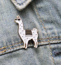 Emaille Pin - Lama Emaille Pin - Lama Pin - Brosche Llama - Llama Geschenk - Lama Anstecknadel - Lama Liebhaber von SugarAndType auf Etsy https://www.etsy.com/de/listing/488155332/emaille-pin-lama-emaille-pin-lama-pin
