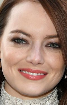 From Soft Bangs to No Blush: 21 of the Best Skin, Hair and Makeup Looks Lately Celebrity Skin, Celebrity Beauty, Eyebrow Makeup, Hair Makeup, Emma Stone Hair, Soft Bangs, Royal Blue Gown, Thick Brows, Full Brows