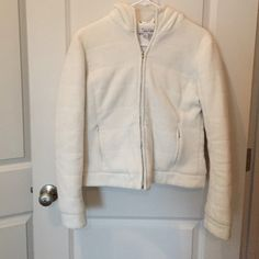 White ZARA hoodie✂️ANY OFFERS WELCOME✂️ Good used condition. No rips or stains. Front zipper is broke. Two front pockets. It has fuzz little dots from washing. Price is according to condition. 30% off on bundles of two items or more!✂️OFFERS WELCOME✂️ Zara Jackets & Coats