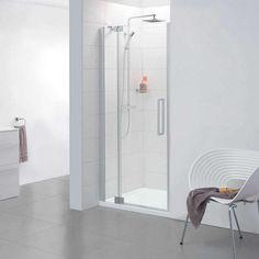 Baie minimalistă, în alb - cu cabină de duș din sticlă.