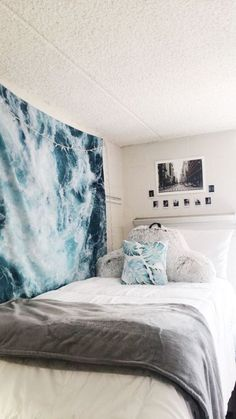Swoon Worthy Dorm Wall Decor Accessories You Need Check out these unique dorm wall decor items for your space!Check out these unique dorm wall decor items for your space! Dorm Room Designs, Bedroom Designs, Dorm Walls, College Room, Uni Room, College Bedrooms, Aesthetic Room Decor, Cute Dorm Rooms, Diy Dorm Room