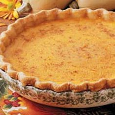Golden Squash Pie Recipe -Whether you take this yummy pie to a party or potluck, be prepare to share the recipe. An alternative to pumpkin pie, it bakes up high and flavorful. Thanksgiving Deserts, Fall Desserts, Just Desserts, Layered Desserts, Thanksgiving Ideas, Sweet Desserts, Delicious Desserts, Squash Pie, Pumpkin Squash