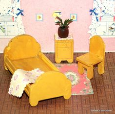 Strombecker 1938 SWEET YELLOW BEDROOM Vintage Wooden Dollhouse Furniture 1: 16 #Strombecker